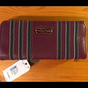 Nautica wallet. NWT. Has pull out ID carrier.